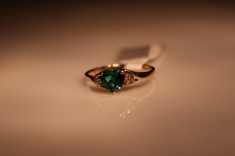EMERALD Green Stone Lady's Stone & Diamond Ring 2 Diamonds .018 Carat T.W.