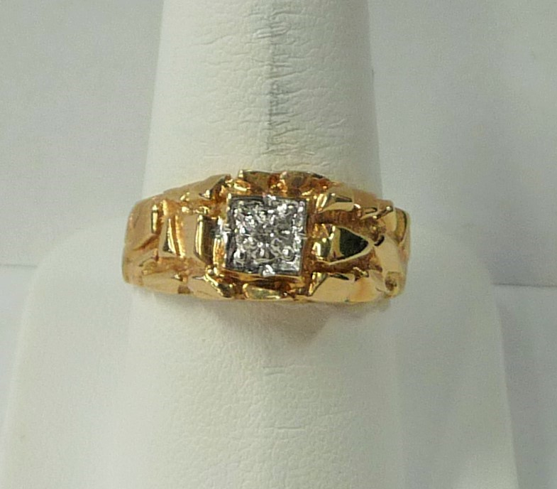Gent's Diamond Solitaire Ring .03 CT. 10K Yellow Gold 3.1dwt