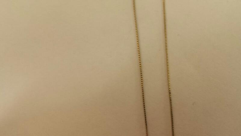 10K-W/G Multi-Diamond Round Pendant On Small Diameter Box Chain