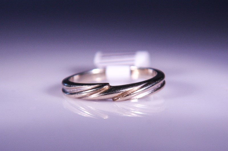 Lady's Gold Ring 14K White Gold 4.3g