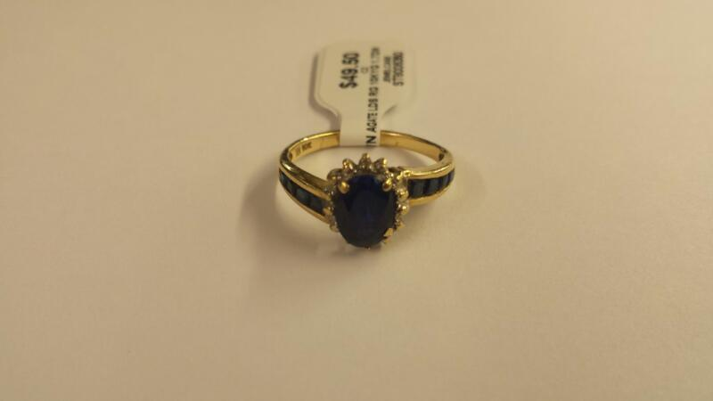 Synthetic Agate Lady's Stone Ring 10K Yellow Gold 1.7dwt