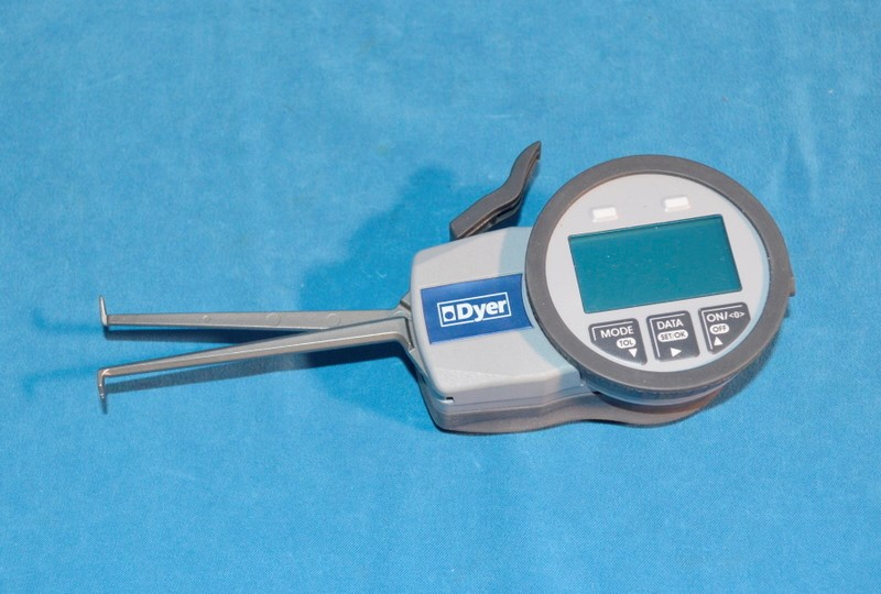 DYER Tools 651-102 ELECTRONIC GROOVE GAGE 10-30MM .01MM