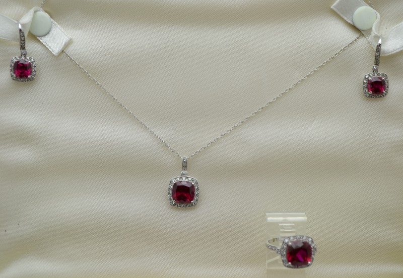 """18"""" 14KT Red Stone Diamond & Stone Necklace RED STONE(S)"""