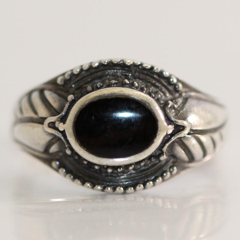 Vintage Inspired Leaf Design OVal Cut Black Stone Ring Size 7.5