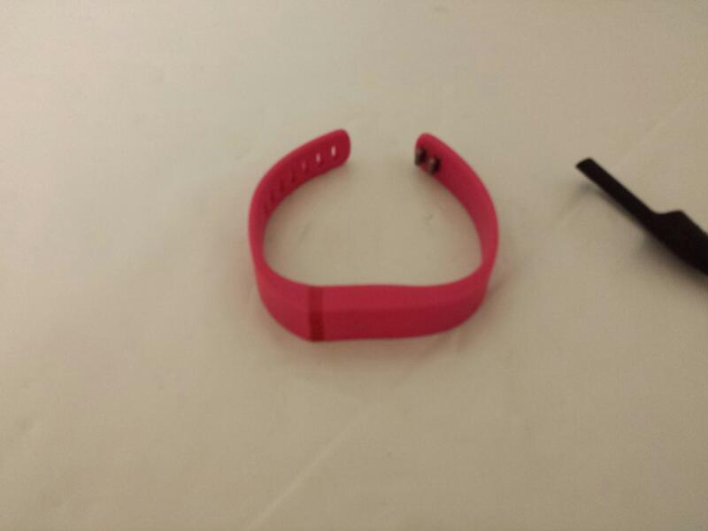 FitBit Flex FB401 Wireless Activity Tracker Wristband (Pink)