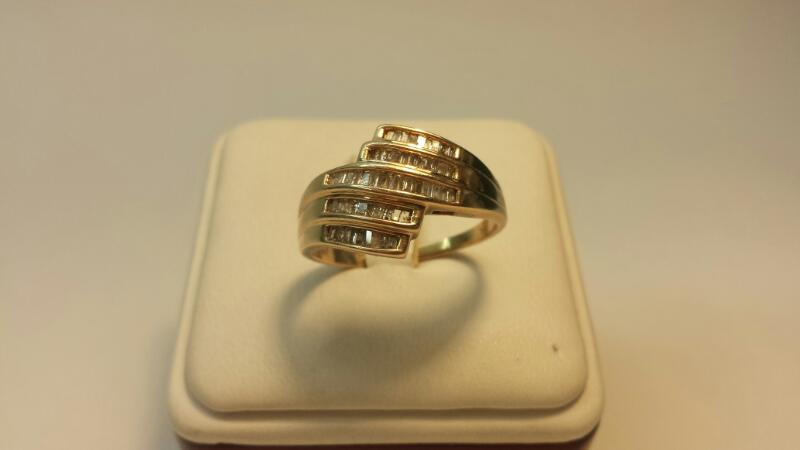 10k Yellow Gold Ring with 55 Diamonds at .55ctw - 3dwt - Size 10.5