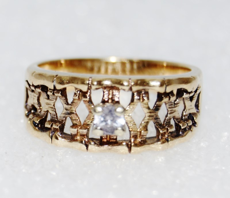 10K Yellow Gold Unique Basket Weave Diamond Solitaire Ring Size 6