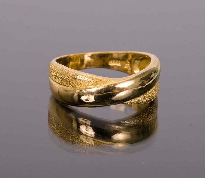 Lady's Gold Ring 24K Yellow Gold 6.9g