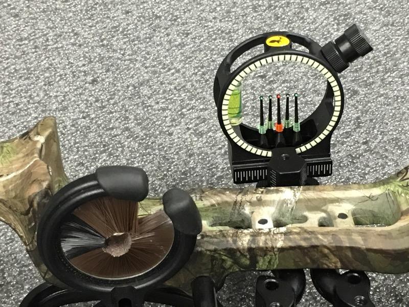 "Bear Archery Attitude Compound Bow RTH Realtree RH 70lb, DL 25-30"""