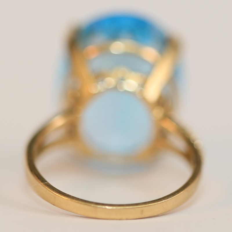 10K Yellow Gold Oval Cut Blue Topaz Statement Ring Size 8