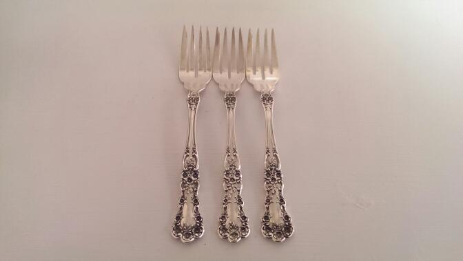 32 PIECE BUTTERCUP PATTERN GORHAM STERLING SILVERWARE SET