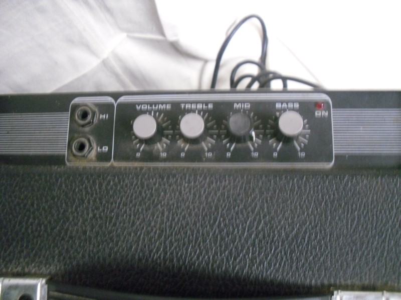 TRAYNOR Bass Guitar Amp BLOC80B