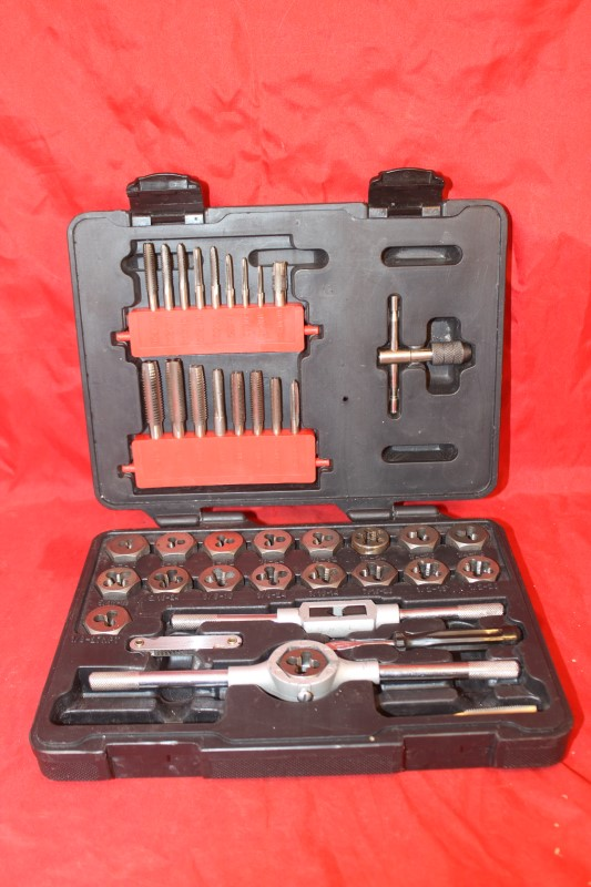 Craftsman Standard 39 piece Tap & Die Set 9-52382 w/ Case