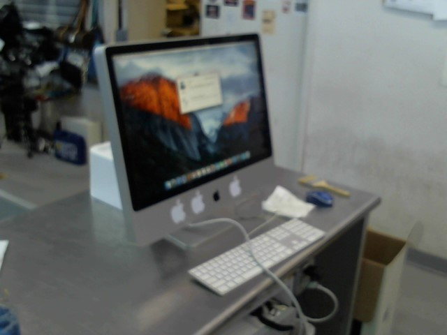 APPLE PC Desktop IMAC MB417LL/A