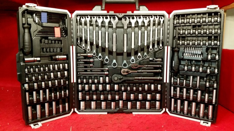Kobalt Universal 200-Piece Standard (SAE) & Metric Mechanic's Tool Set with Case