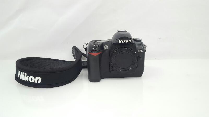 NIKON Digital Camera D70S
