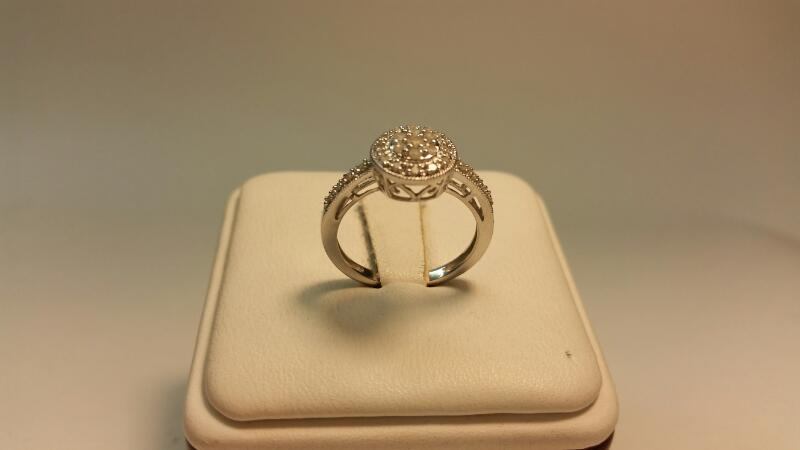 14k White Gold Ring with 27 Diamonds at .34ctw - 1.6dwt - Size 6
