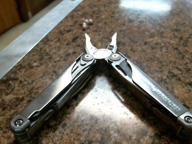 LEATHERMAN Pocket Knife SURGE