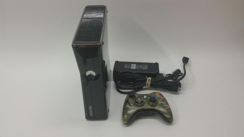 Xbox 360 Slim - 250GB - Camo Controller