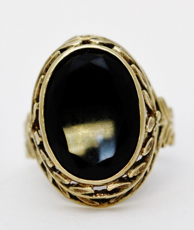 Gorgeous 10K Yellow Gold Oval Black Onyx Leaf & Filigree Cocktail Ring Fall