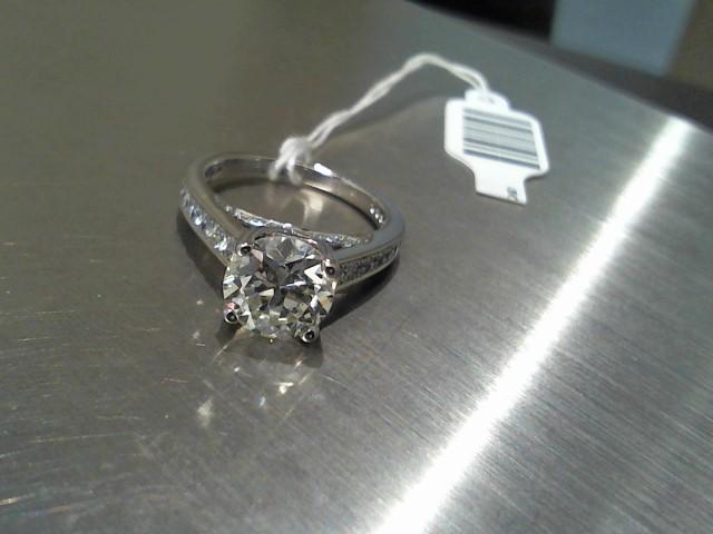 Lady's Gold Ring 18K White Gold 5.7g