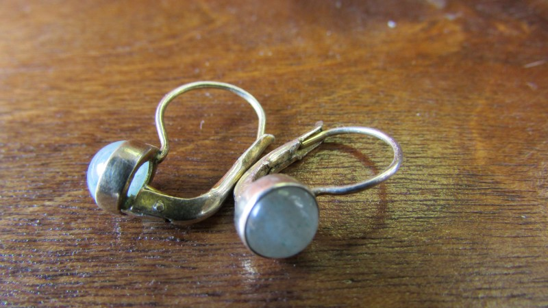 Green Stone Gold-Stone Earrings 10K Yellow Gold 1.68g