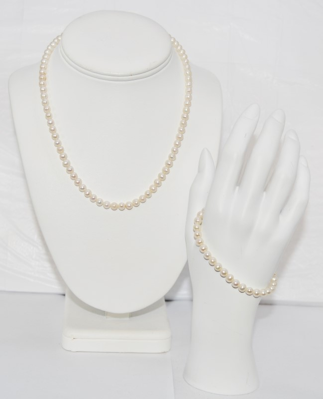 "16"" Pearl Strand Stone Necklace 14K Yellow Gold 24.52g"
