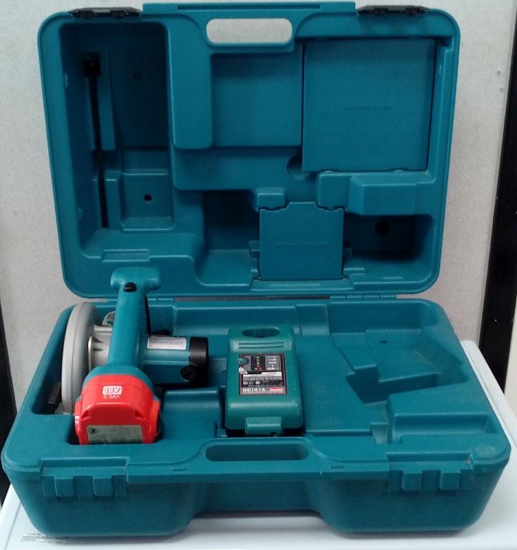 """Makita 6-1/2"""" 18V Cordless Handheld Circular Saw 5620D"""