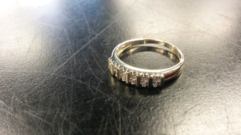 DIAMOND Lady's Diamond Wedding Band 12 Diamonds .12 Carat T.W. 14K Yellow Gold