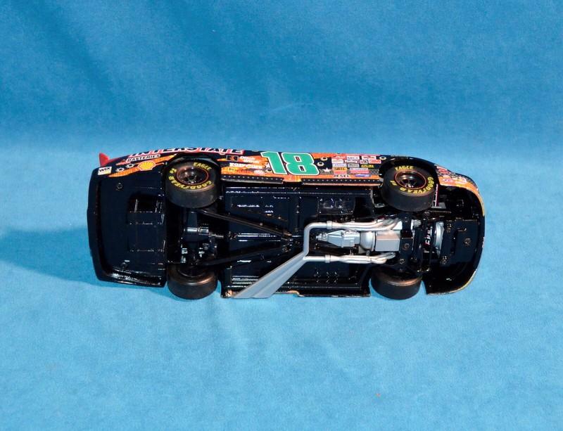 ACTION COLLECTABLES Bobby Labonte #18 NASCAR 1:24 Diecast Car