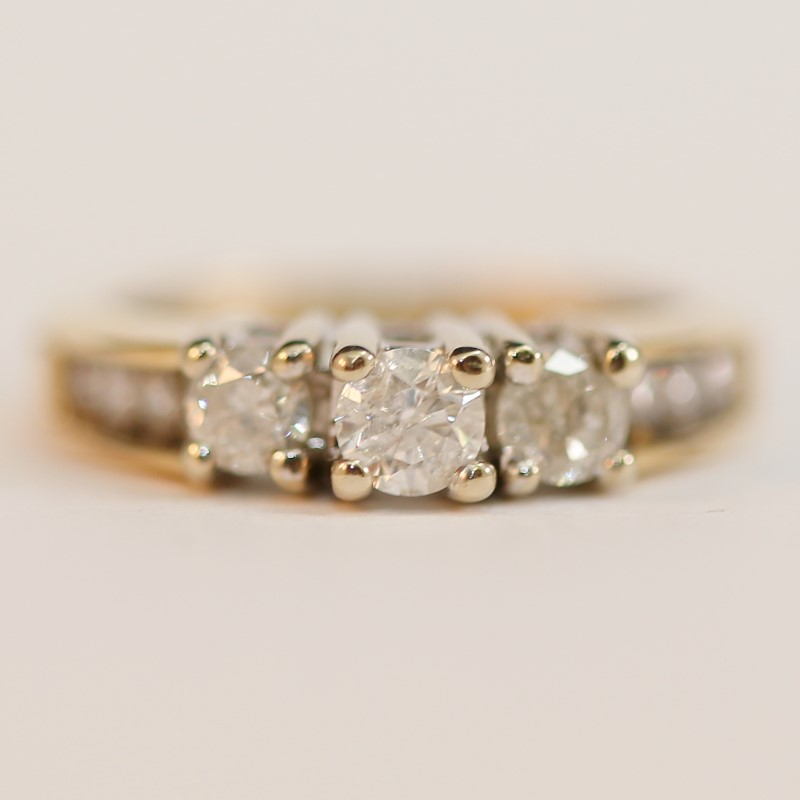 14K Y/G Bead & Channel Set Round Brilliant Diamond Ring Size 5.75