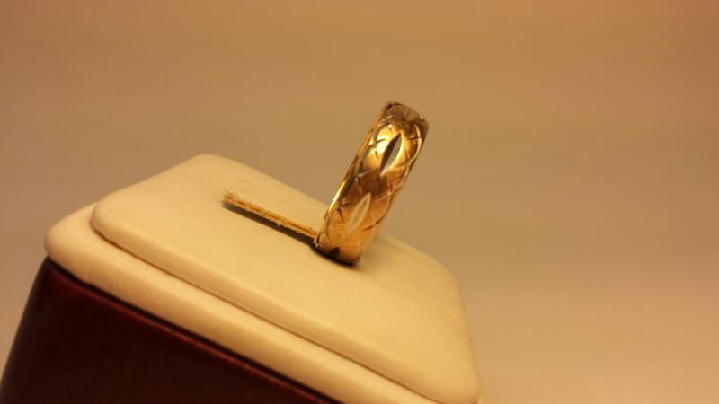 14k Yellow Gold Carved Ring 3.3dwt - Size 9
