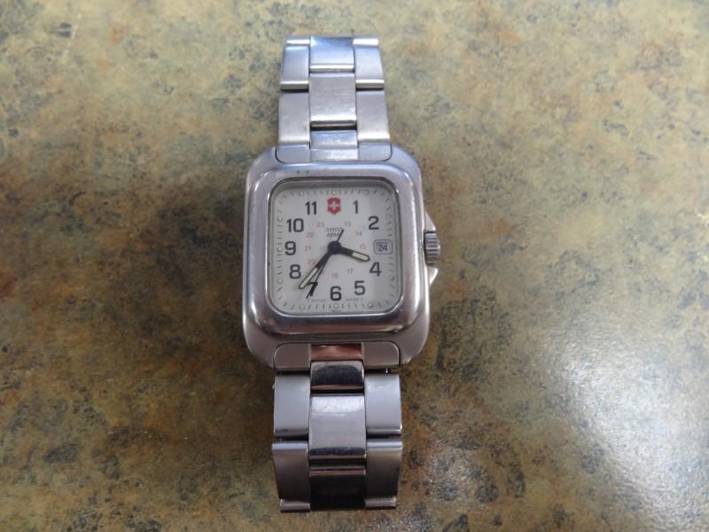 SWISS WATCH INTERNATIONAL Gent's Wristwatch ARMY WATCH T SWISS MADE T