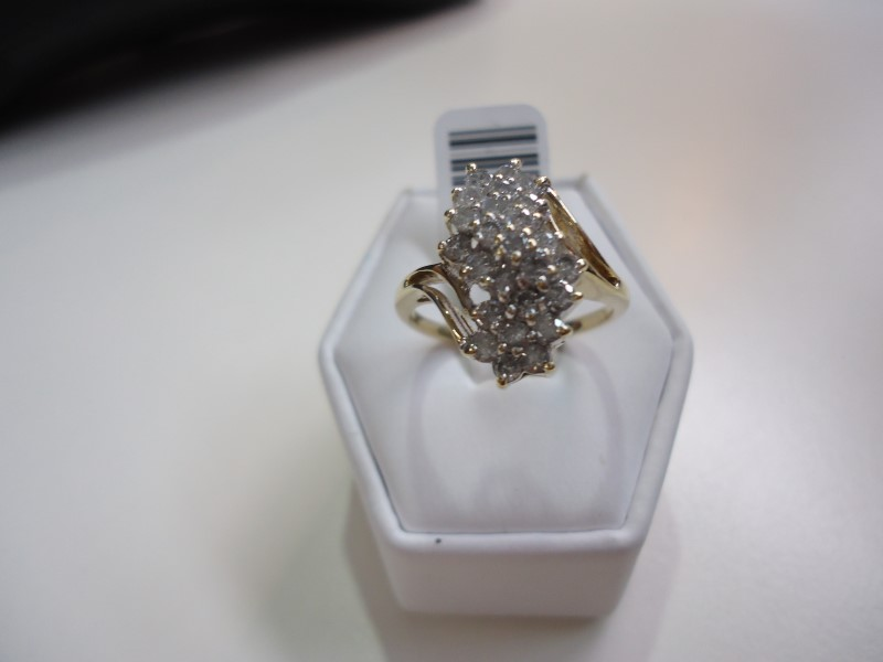 Lady's Diamond Cluster Ring 25 Diamonds Approx 1.25 C.T.W. 10K Yellow Gold 4g