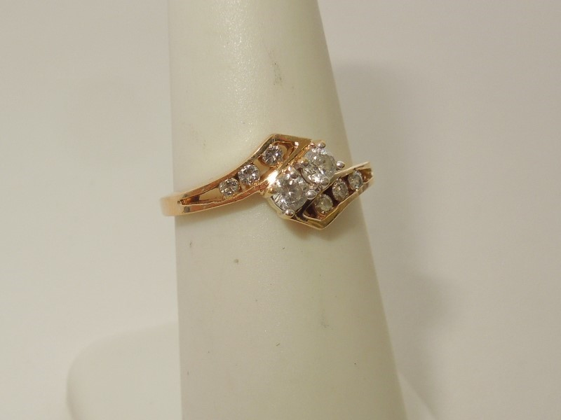Lady's Diamond Cluster Ring 8 Diamonds .20 Carat T.W. 14K Yellow Gold 2.2g