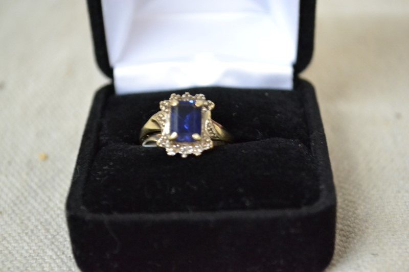 Blue Stone Lady's Stone & Diamond Ring 5 Diamonds .05ctw 10KYG