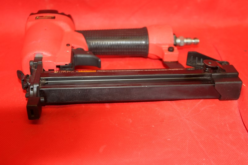 "CAMPBELL HAUSFELD IRON FORCE 1 1/4"" STAPLER FASTER GA 18 IFN328KOAV"