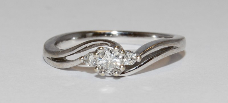 10K Women's White Gold Split Shank Three Stone Diamond Wedding Ring Size 6