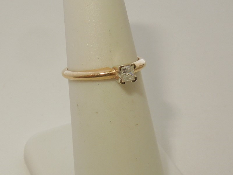 Lady's Diamond Solitaire Ring .15 CT. 14K Yellow Gold 1.9g