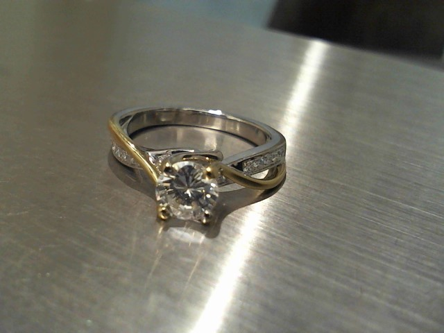 Lady's Gold Ring 14K 2 Tone Gold 4.5g
