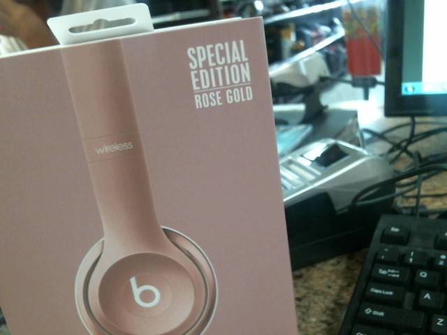 BEATS AUDIO Headphones SOLO 2 B0518