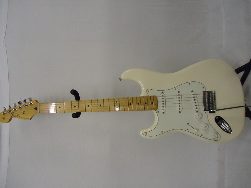FENDER Electric Guitar STRATOCASTER