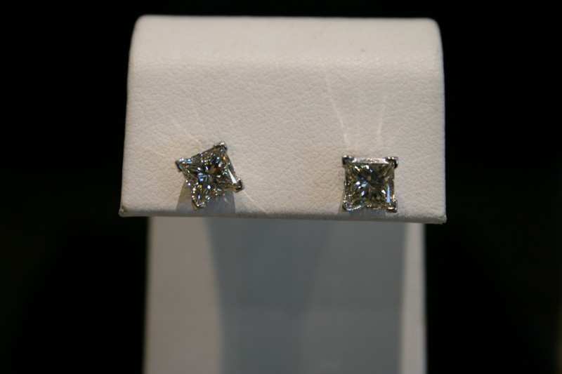Gold-Diamond Earrings 2 Diamonds 2.00 Carat T.W. 14K White Gold 1.7g