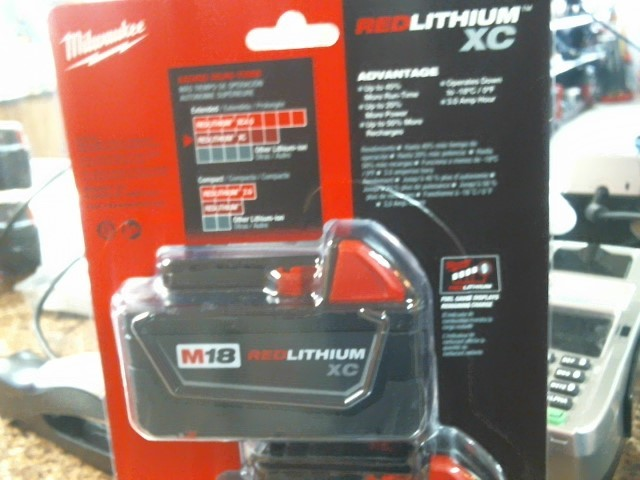 MILWAUKEE Battery/Charger 48-11-1822