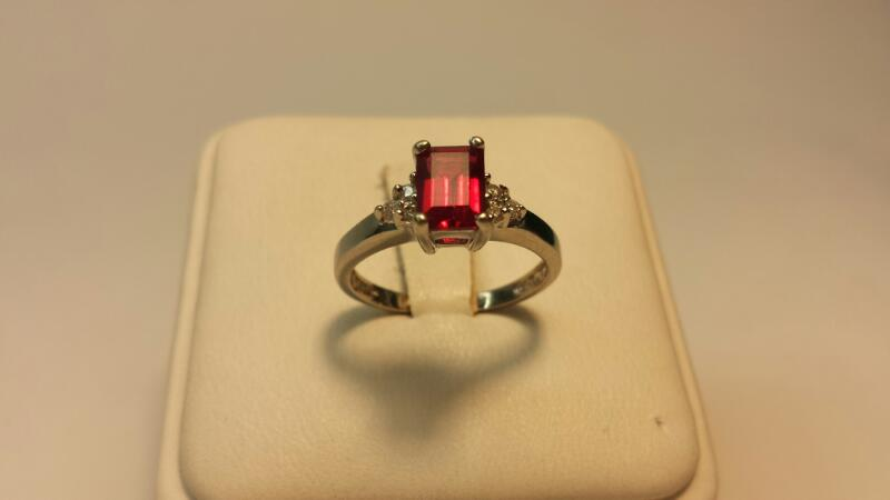 10k White Gold Ring with 1 Radiant Red Stone & 6 White Stones -1.6dwt- Size 5.5