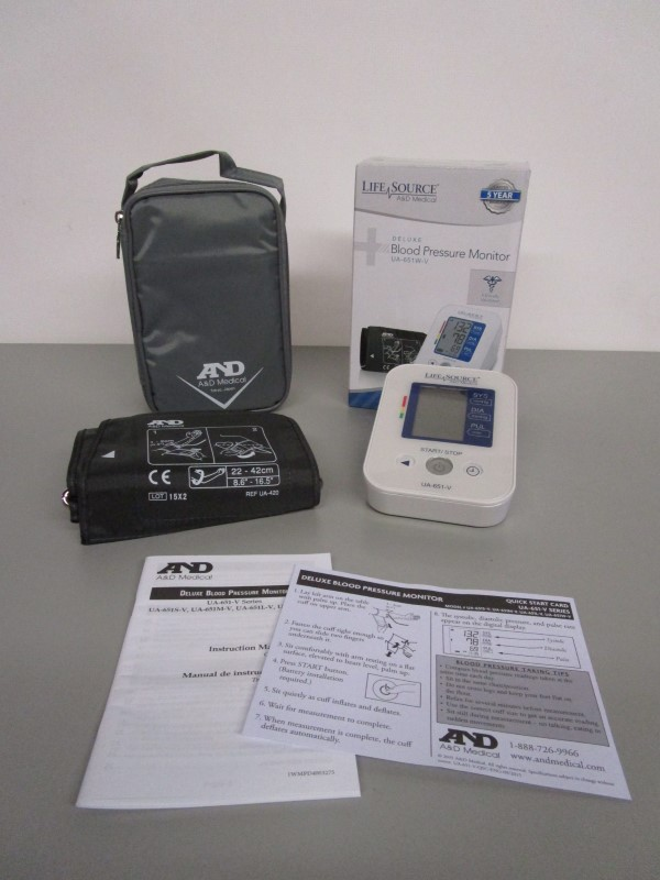LIFE SOURCE A&D MEDICAL DELUXE BLOOD PRESSURE MONITOR UA-651W-V