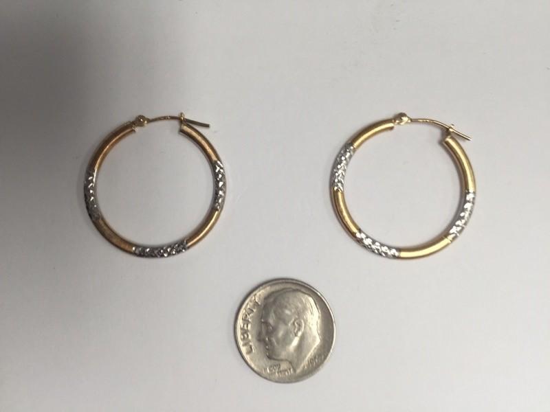 Twp tone hoop Gold Earrings 14K 2 Tone Gold 1g