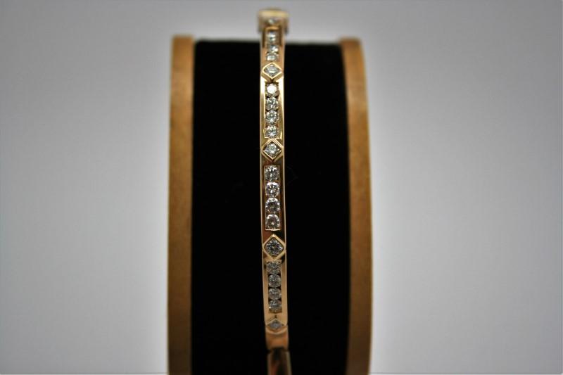 DIAMOND STYLE BANGLE BRACELT 18K YELLOW GOLD