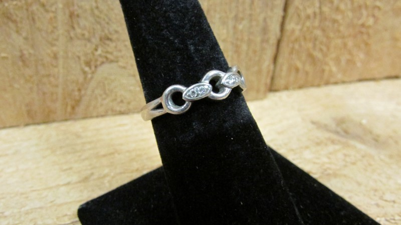 Lady's Diamond Fashion Ring 4 Diamonds 0.04 Carat T.W. 10K White Gold 2.8g Size: