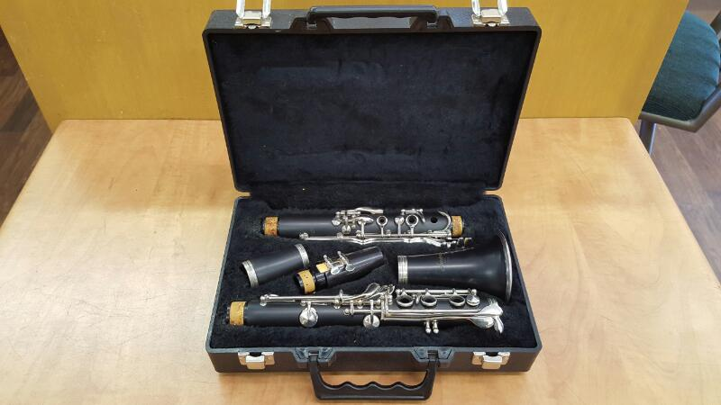 ARMSTRONG 4001 CLARINET Bb w/Case & Cleaning Kit